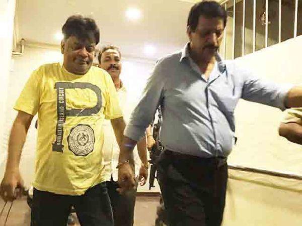 इक्बाल कासकरला त्याच्या बहिणीच्या घरातून अटक करण्यात आली होती. - Divya Marathi
