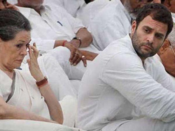 ऐन निवडणुकीच्या तोंडावर तिकीट वाटपावरुन नेत्यांमध्ये नाराजी उफाळून आल्याने पार्टी हायकमांड त्रस्त झाल्याची माहिती आहे. - Divya Marathi