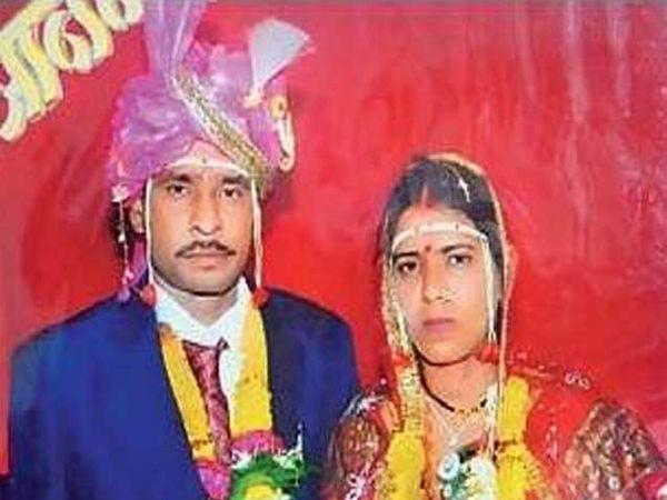वैशाली हलमारे पती गजानन हलमारे यांच्या विवाह सोहळ्यातील छायाचित्र. - Divya Marathi