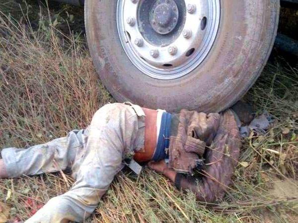 अपघातात ट्रकमध्ये फसून बाइकस्वार तरुण 100 फूट फरपटत गेला. - Divya Marathi