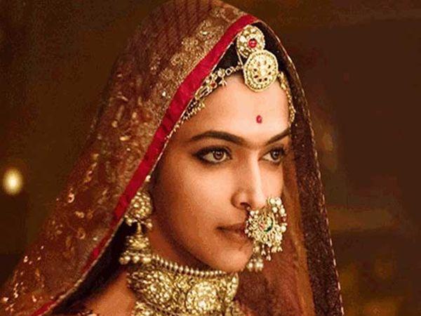 सिनेमात दिपिका पदुकोनने महाराणी पद्मावतींची भूमिका साकारली आहे. - Divya Marathi