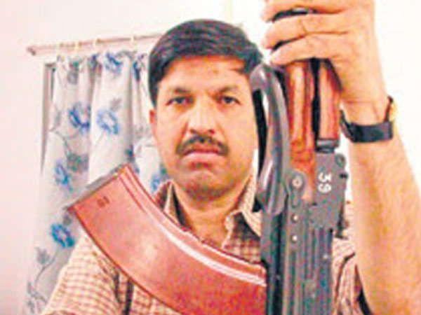 शहीद पोलिस अधिकारी विजय साळसकर... - Divya Marathi