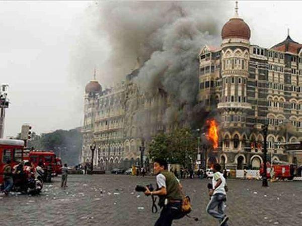 2008 मध्ये झरार शाह नावाचा एक कॉम्प्युटर एक्सपर्ट पाकिस्तानातील एका सुरक्षित ठिकाणी बसून देशाची आर्थिक राजधानी असलेल्या मुंबईवर हल्ल्याचा कट रचत होता. - Divya Marathi