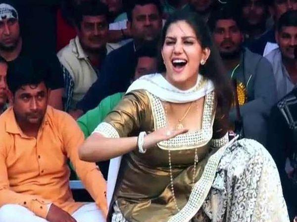 एका डान्स शोमध्ये सपना चौधरी. - Divya Marathi