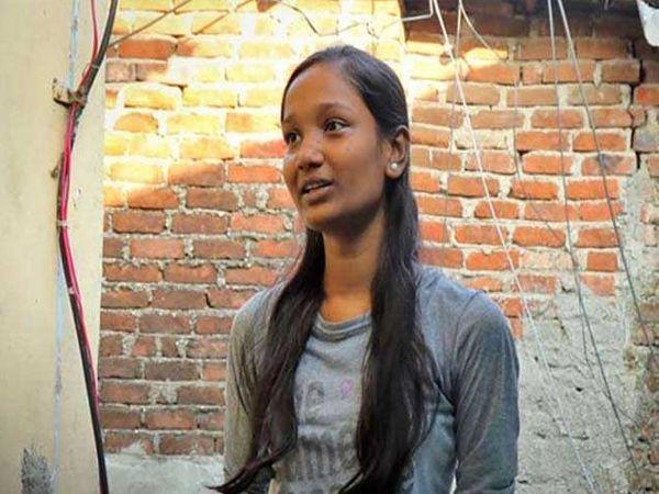26/11च्या हल्ल्यावेळी देविका 9 वर्षांची होती. आता ती 18 वर्षांची झाली आहे. - Divya Marathi