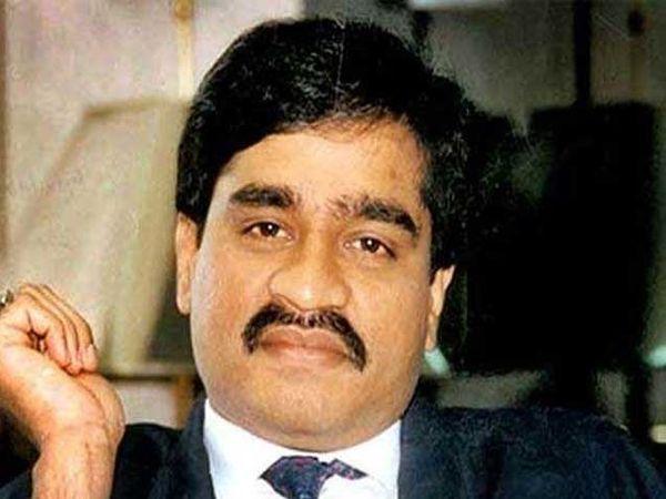 दाऊदवर 1993मध्ये मुंबई येथे झालेल्या सिरीयल बॉम्ब स्फोटचा आरोप आहे. - Divya Marathi