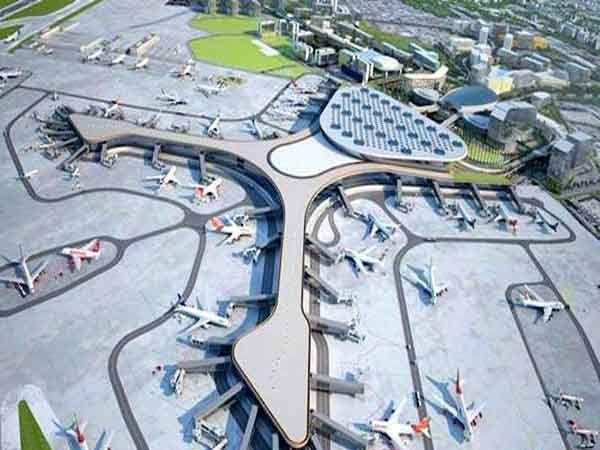 मुंबई एयरपोर्टवरील रनवेचा टॉप एंगल व्यू... - Divya Marathi