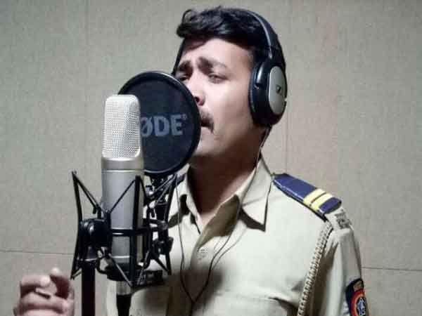 जळगाव पोलिस दलात कार्यरत असलेला संघपाल तायडे... - Divya Marathi
