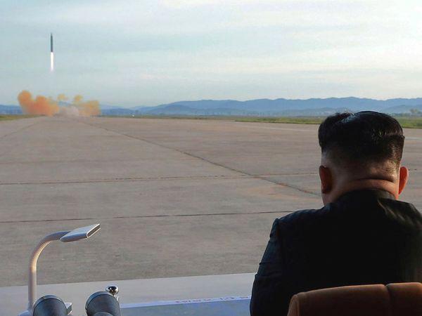 उत्तर कोरियावर आणखी कठोर निर्बंध लादले जाण्याची शक्यता आहे. - Divya Marathi