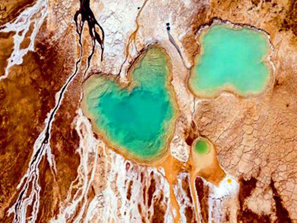हा मृत समुद्रात बनलेला हृदयाचा आकार. - Divya Marathi