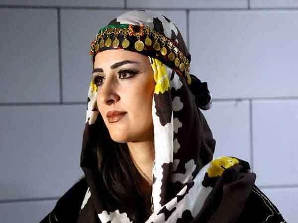 सीरियातील उत्तर-पूर्वी शहर कामिशलीमध्ये नुकताच कुर्दिश कम्युनिटीच्या लोकांनी फॅशन शोचे आयोजन केले होते. - Divya Marathi