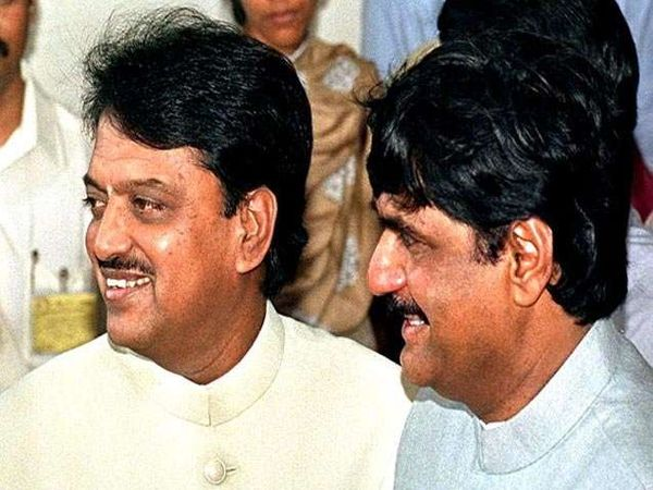 राजकाऱणापलिकडची मैत्री हे गोपीनाथ मुंडे यांच्या मैत्रीचे वैशिष्टय मानले जात होते. - Divya Marathi