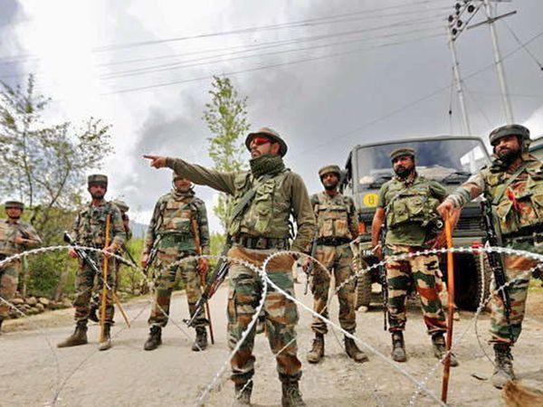 काश्मीरमध्ये यावर्षी एन्काऊंटरमध्ये 200 हून अधिक दहशतवाद्यांचा खात्मा करण्यात आला आहे. (फाइल) - Divya Marathi