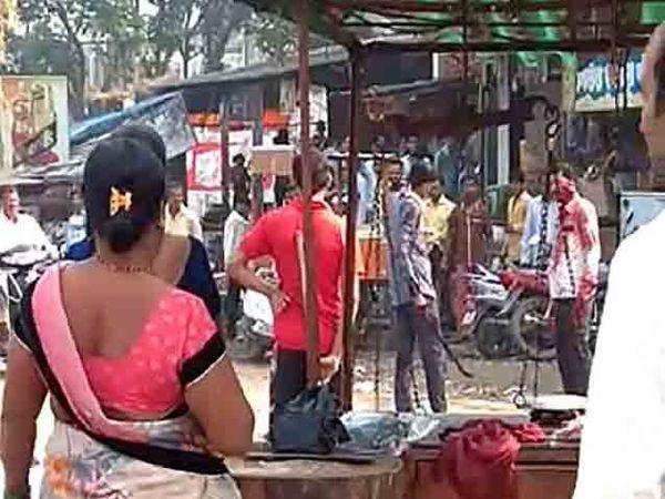 वार करण्यात आलेली व्यक्ती मदतीसाठी ओरडत होती तर आरोपी सपासप वार करत होता. - Divya Marathi