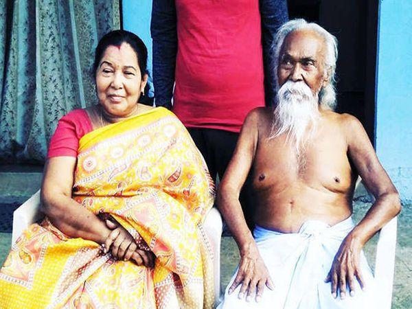 पत्नी अनितासह बागुन बाबू. बागुन मानतात की, एवढी लग्ने करून त्यांनी अनेक तरुणींना आपले नाव आणि नवे जीवन दिले. - Divya Marathi