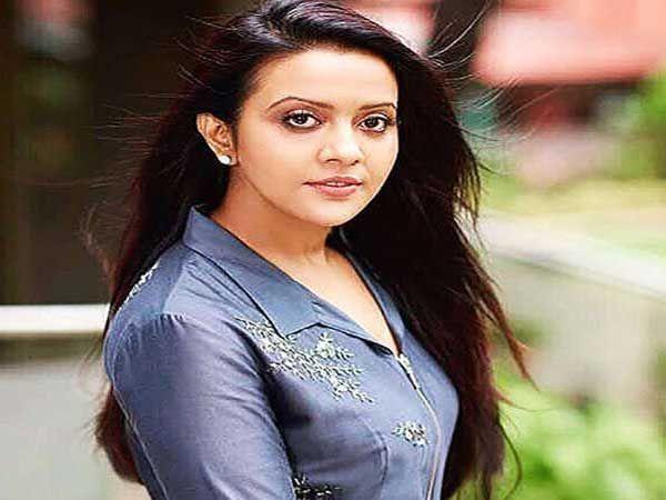 अमृता फडणवीस यांनी एका एफएम चॅनेलच्या चॅरिटी शोच्या ख्रिसमस थिम प्रमोशनला हजेरी लावल्यानंतर ट्रोल होत आहे. - Divya Marathi