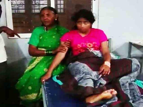 कोल्हापूर येथील सीपीआर रुग्णालयात विद्यार्थिनीवर उपचार सुरु आहेत. - Divya Marathi