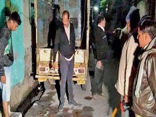 बुधवारी मध्यरात्री शिवसेना वसाहतीत शैलेश अढाऊ या युवकाचा खून झाला. - Divya Marathi