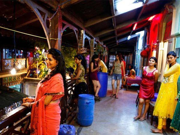 मुंबईस्थित रेड लाइट एरिया - Divya Marathi