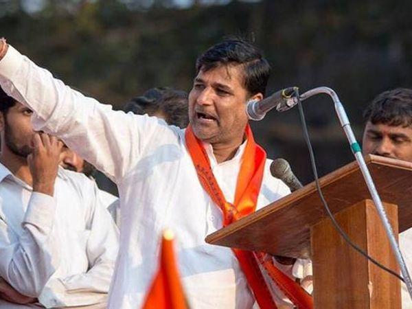 विनायक मेटेंवर मंत्री चंद्रकांतदादा पाटील यांनी मेहेरबानी दाखवली आहे. - Divya Marathi