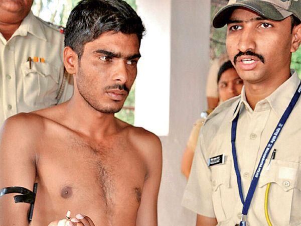 पोलिस भरतीच्या लेखी परीक्षेत इलेक्ट्रॉनिक्स उपकरण वापरणारा- मदन डेडवाल - Divya Marathi