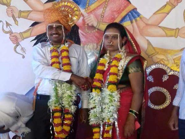 भास्करराव नाना पाटील (जानवेकर) यांनी सुुरु केलेल्या  'पुनर्विवाह शोध' या व्हाट्सअप ग्रुपच्या माध्यमातून आता पर्यंत पाच घटस्फोटितांचे विवाह लावले आहेत. - Divya Marathi