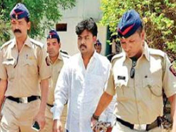 अक्षय आठवले याला पोलिसांनी ताब्यात घेतले. - Divya Marathi