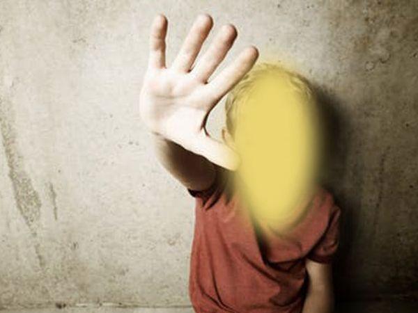 मुलांवर लैंगिक अत्याचाराचा मुद्दाही गंभीर होत चालला आहे. - Divya Marathi