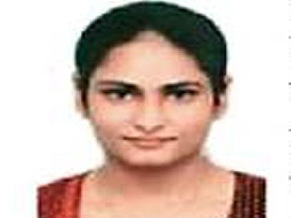 मनीषा खत्री. जि.प. सीईओ - Divya Marathi