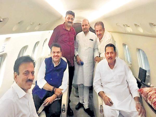 मुख्यमंत्री फडणवीस, गिरीश महाजनांसह उदयनराजे शुक्रवारी रात्री पुण्यातून विमानाने दिल्लीकडे रवाना झाले. - Divya Marathi