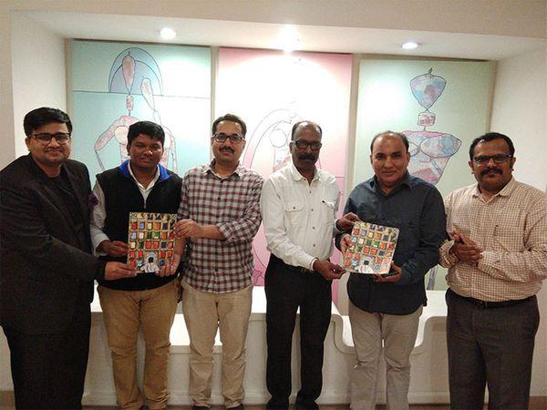 'दिव्य मराठी' दिवाळी अंकाचे प्रकाशन दिल्लीत झाले. या प्रसंगी डावीकडून तरुण नांगिया,  प्रा. अभिषेक भोसले, आशिष दीक्षित, दयानंद कांबळे, ओम गौड, संजय आवटे - Divya Marathi