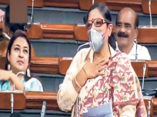 लोकसभेत तृणमूल काँग्रेसच्या खासदार काकोली घोष - Divya Marathi