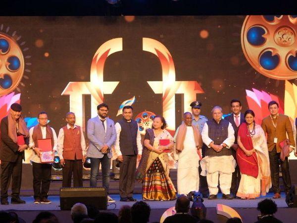 प्रेम चोप्रा, इलैयाराजा, मंजू बोरा, अरिवंद स्वामी, होबाम पबन कुमार, बिरजू महाराज यांना फिल्म फेस्टिव्हलच्या सांगता सोहळ्यामध्ये सन्मानित केले गेले. - Divya Marathi