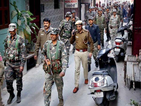 निवडणुकीच्या तोंडावर ५८ हजार सैनिकांचा ताफा तैनात करण्यात आला आहे. - Divya Marathi