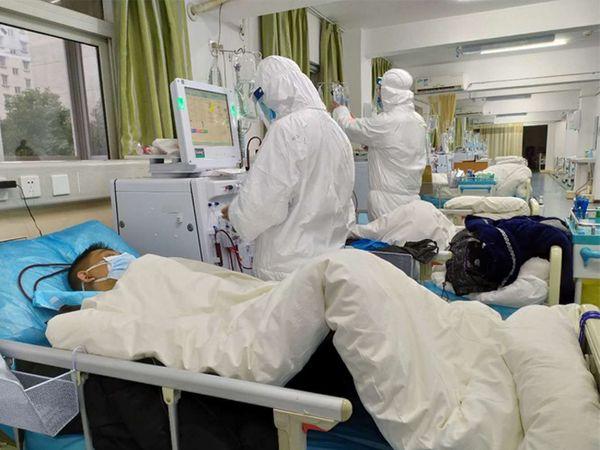 सलग 8 दिवसांपासून चीनच्या तुलनेत इतर देशांमध्ये वेगाने पसरत आहे कोरोना व्हायरस - Divya Marathi