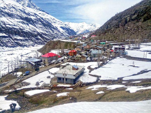 हे छायाचित्र हिमाचल प्रदेशातील लाहौल स्पितीचे असून तेथे अधूनमधून बर्फवृष्टी होते - Divya Marathi
