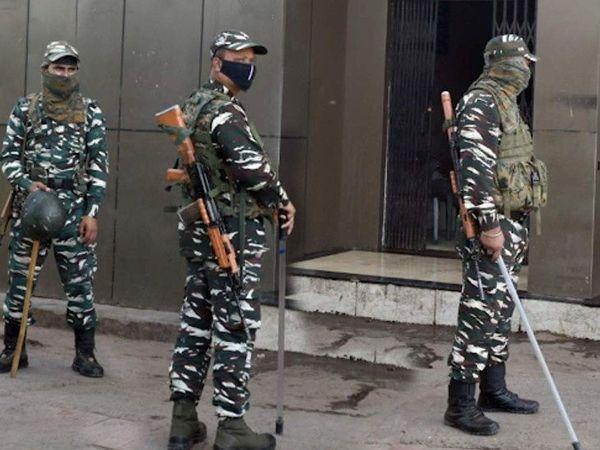 फोटो दिल्लीचा आहे. सीआरपीएफ आणि अन्य निमलष्करी दलांमध्ये कोरोना संसर्गाची 600 पेक्षा जास्त प्रकरणे नोंदली गेली आहेत. - Divya Marathi