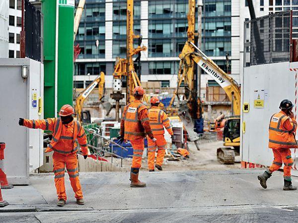 पीएम बोरिस जॉन्सन यांनी सांगितले की, बांधकामाशी संबंधित कामगार घरून काम करू शकत नसतील तर त्यांना कामाच्या ठिकाणी जाता येईल. - Divya Marathi