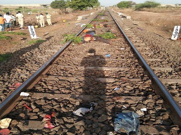 औरंगाबादजवळ एका मालगाडीने  गावी परतणाऱ्या मजुरांना चिरडले होते, यात 16 जणांचा मृत्यू झाला होता - Divya Marathi