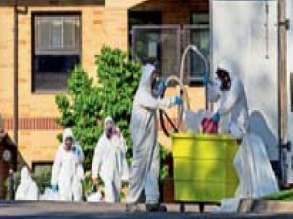 छायाचित्र आँटेरियो राज्याचे आहे. केअर होम्समध्ये स्वच्छता केली जात आहे. - Divya Marathi