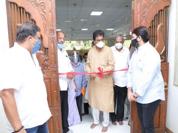 माजी आरोग्यमंत्री डॉ. दीपक सावंत आणि उत्तर मुंबईचे खासदार गोपाल शेट्टी यांनी या रुग्णालयाचे उद्घाटन केले.