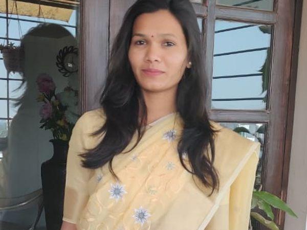 कविता गायकवाड, एसटी संवर्गातून मुलींमध्ये प्रथम आलेली विद्यार्थिनी - Divya Marathi