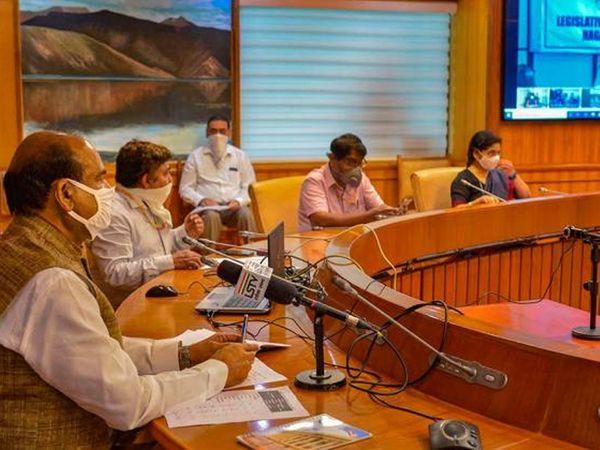 लोकसभा अध्यक्ष ओम बिर्ला यांनी संसदेतून 21 एप्रिल रोजी देशातील विधानसभा, विधान परिषद अध्यक्ष-सभापतींची व्हीसीवर बैठक घेतली. - Divya Marathi