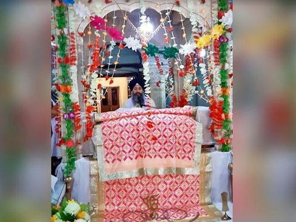 फोटो लाहोरचा आहे. शनिवारी महाराजा रणजितसिंग यांच्या पुण्यतिथीनिमित्त तीन दिवसीय कार्यक्रमास सुरुवात झाली. 2 जून पर्यंत चालणार आहे - Divya Marathi
