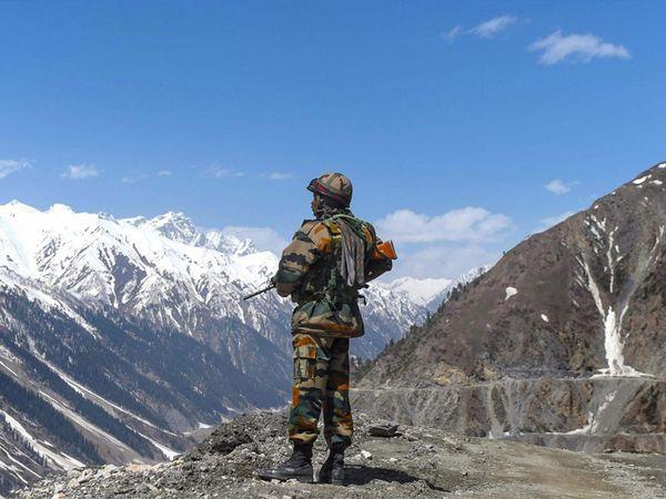 30 जूनच्या चर्चेत झालेल्या संमतीनुसार दोन्ही लष्कर आपापल्या भागात तीन किलोमीटरचा बफर झोन बनवतील - Divya Marathi