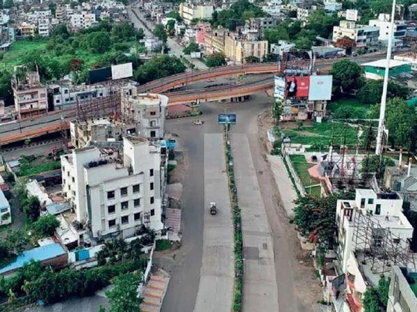 शुक्रवारी औरंगाबाद येथील क्रांती चौकात असा शुकशुकाट होता.छाया : रवी खंडाळकर - Divya Marathi
