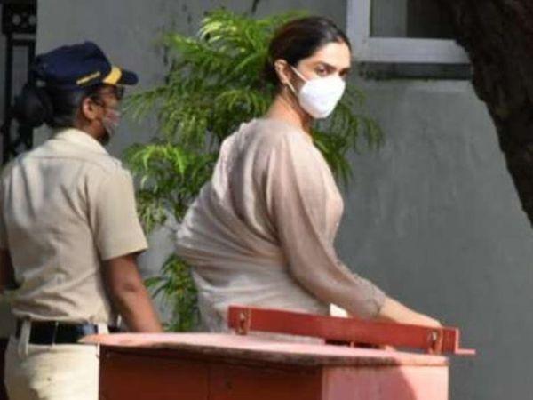 दीपिका पदुकोण शनिवारी सकाळी 9.50 वाजता एनसीबीच्या गेस्टहाऊसमध्ये पोहोचली होती. - Divya Marathi