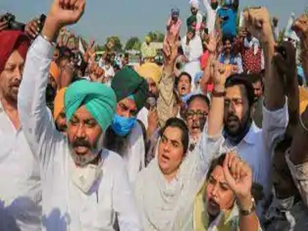 कृषी विधेयकांविरोधात पंजाबमध्ये जोरदार आंदोलन करण्यात आले - Divya Marathi