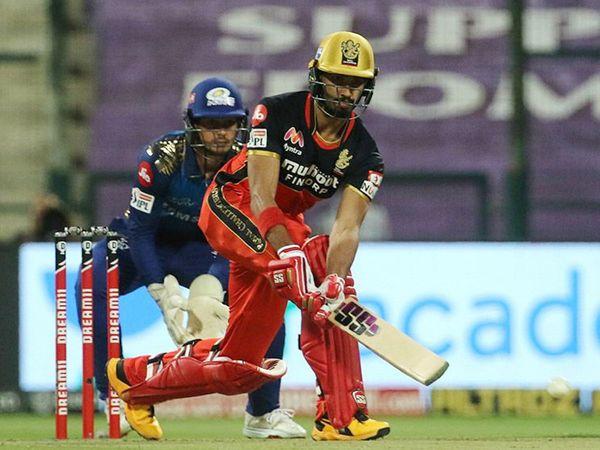 डेब्यू आयपीएलमध्ये 400 हून अधिक धावा करणारा देवदत्त पडिक्कल दुसरा अनकॅप्ड खेळाडू आहे. याआधी 2015 मध्ये श्रेयस अय्यरने दिल्लीसाठी 400 पेक्षा जास्त धावा केल्या होत्या.