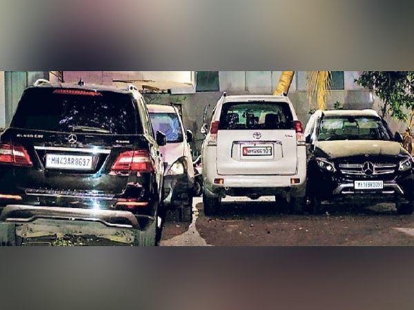 मुंबईतील पेडर रोडवरील एनआयएच्या कार्यालयात आणून ठेवलेल्या वाझेंच्या लक्झरी एसयूव्ही. - Divya Marathi
